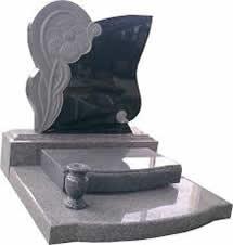 Nettoyer une pierre tombale