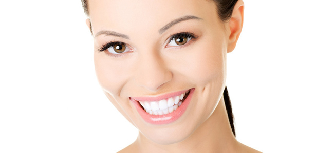 Astuces naturelles pour avoir les dents blanches