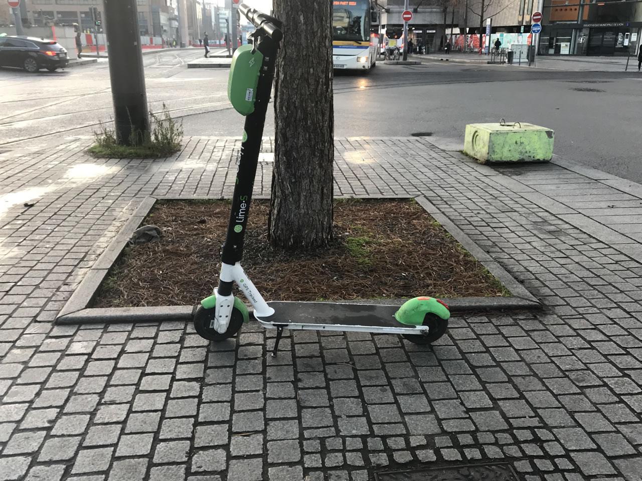 Pollution en ville : la trottinette électrique, nouveau modèle d'écologie pour les citadins