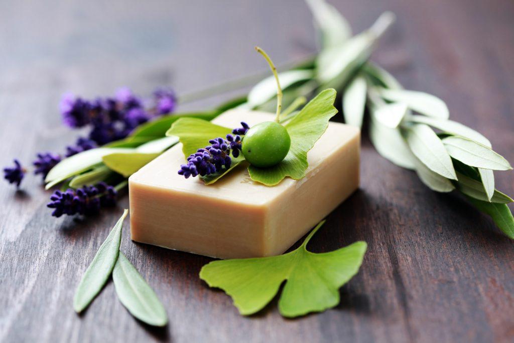 Pourquoi privilégier les cosmétiques et savons naturels?